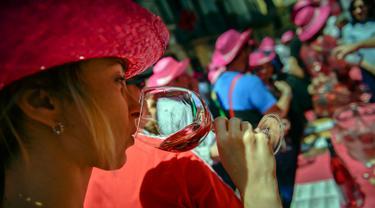 Mencicipi Nikmatnya Anggur Mawar Spanyol di Musim Semi