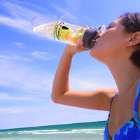 Bukan cuma menyehatkan, infused water ini bakal bikin kamu semangat jalani hari. | via: hi-drateh2o.blogspot.com