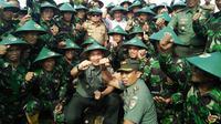 Seragam baru TNI berbeda dari pakaian dinas harian maupun pakaian dinas lapangan. (Liputan6.com/Eka Hakim)