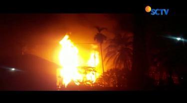 Sumur minyak di Desa Pasir Putih, Kecamatan Ranto Peureulak, Aceh Timur meledak. Sepuluh orang tewas dan puluhan orang terluka.