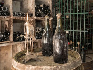 Tiga Botol Anggur Tahun 1774 Akan Dijual di Prancis
