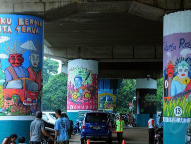 Festival Mural yang diadakan di Stasiun Gambir, Jakarta, Sabtu (30/8/14). (Liputan6.com/Faisal R Syam)