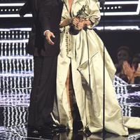 Drake dan Rihanna berciuman di panggung VMA 2016. (AFP/Bintang.com)
