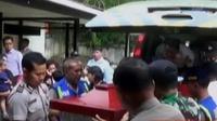 Polisi kini sedang memburu para pelaku yang diduga melarikan diri ke pegunungan Yambi.