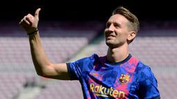 Luuk de Jong - Pemain anyar Barcelona ini menjadi salah satu ujung tombak saat menghadapi Bayern Munchen. Penyerang yang handal dalam duel udara dan mempunyai tendangan akurat itu diharapkan bisa menjadi pembeda di laga nanti. (Foto:AFP/Josep Lago)