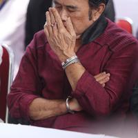 Begitu juga anak penyanyi senior, Ridho Rhoma saat tertangkap narkoba akibat sabu. Sebagai orang tua, Rhoma berusaha sabar, tabah dan banyak berdoa. (Nurwahyunan/Bintang.com)