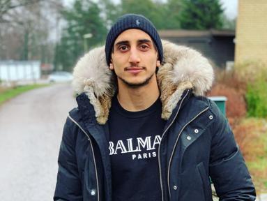 Kemarin Selasa (7/1/2020), Persebaya baru saja memperkenalkan striker anyarnya bernama Mahmoud Eid. Pemain asal Swedia keturunan Palestina. Sebelum pindah ke Bajul Ijo, Mahmoud bermain untuk klub Kalmar FF yang berlaga di kasta tertinggi Liga Swedia. (Liputan6.com/IG/@mahheeid)