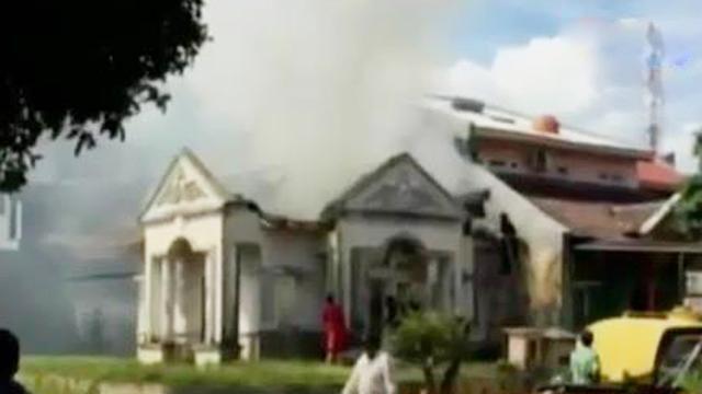 Video Bakar Sampah Di Halaman Rumah Mewah Terbakar News Liputan6 Com