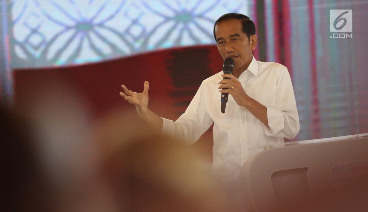 Capres nomor urut 01 Joko Widodo saat tanya jawab dalam debat keempat Pilpres 2019 yang diselenggarakan KPU di Hotel Shangri-La, Jakarta, Sabtu (30/3). Debat kali ini mengangkat tema tentang ideologi, pemerintahan, pertahanan dan keamanan, serta hubungan internasional. (Liputan6.com/JohanTallo)