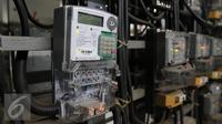 Pasca dikuranginya subisidi listrik 2016 maka tarif listrik akan mengalami kenaikan, Jakarta, Rabu (13/4). Rencananya, tarif baru sebesar Rp1.400 per kWh mulai berlaku 1 Juli 2016 untuk golongan rumah tangga. (Liputan6.com/Angga Yuniar)