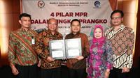 MPR bekerjasama dengan sejumlah instansi pemerintahan, meluncurkan prangko sebagai upaya sosialisasi Empat Pilar MPR RI.