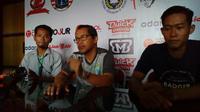 Pelatih Persela Lamongan, Aji Santoso (tengah) (Liputan6.com / Musthofa Aldo)
