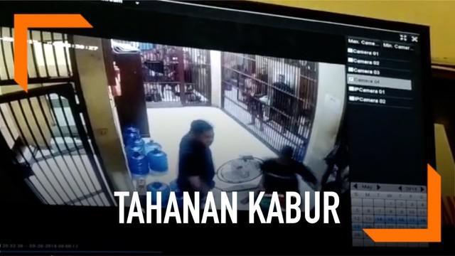 Lima tahanan di Polres Banda Aceh kabur saat akan diberi makan sahur. Sebelumnya para tahanan ini memukuli petugas jaga.