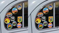 Ada berbagai cara untuk menunjukkan identitas mobil pribadi kita.