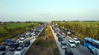 Kemacetan di Gerbang Tol Palimanan. (Bola.com/Budi)