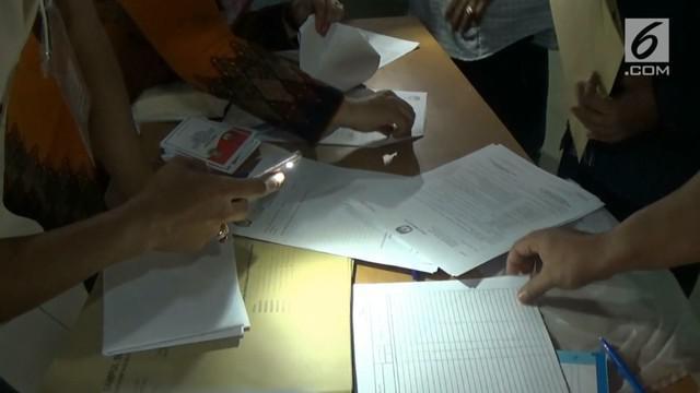 KPPS Kota Tangerang melakukan pemungutan suara ulang di 3 rumah sakit. Ternyata, tidak semua warga mendapat fasilitas mencoblos di hari Pilkada Serentak.