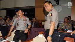 Kapolri Jenderal Pol Tito Karnavian didampingi Wakapolri Komjen Pol Syafruddin bersiap mengikuti rapat kerja dengan Komisi III DPR di Kompleks Parlemen Senayan, Jakarta, Rabu (14/3). (Liputan6.com/Johan Tallo)
