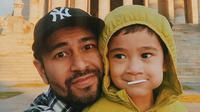 Raffi Ahmad bersama Rafathar (Instagram/raffinagita1717)
