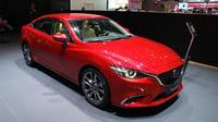Memanfaatkan ajang Geneva Motor Show 2015, Mazda menampilkan sedan mewah Mazda6 facelift.