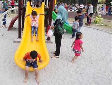 Tawa Ceria Anak-Anak Bermain di Lapangan Banteng