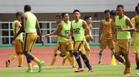 PS Tira-Persikabo berlatih di Stadion Pakansari, Kabupaten Bogor. (Bola.com/Permana Kusumadijaya)