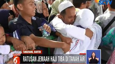 Sebanyak lebih dari 390 jemaah haji tiba di Kantor Kementrian Agama di kawasan Tigaraksa, Kabupaten Tangerang, Banten.