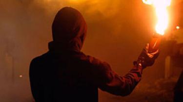 2 Pria Misterius Diduga Lempar Bom Molotov ke Mobil Tukang Sate