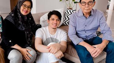 Irwansyah dan ayah ibunya. (Foto: Instagram @irwansyah15)