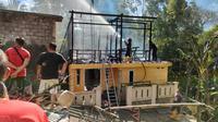 Kebakaran terjadi di sebuah rumah milik Swasti Yogi Winadio, warga Kelurahan Kamasi, Kecamatan Tomohon Tengah, Kota Tomohon.
