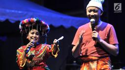 Pelakon tampil dalam pementasan Topeng Betawi saat perayaan HUT ke-50 Taman Ismail Marzuki (TIM) di Jakarta, Rabu (7/11) malam. Perayaan ulang tahun Taman Ismail Marzuki (TIM) kali ini berlangsung 7 hingga 11 November 2018. (Merdeka.com/Iqbal S Nugroho)