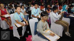 Kompetisi EF National Competition Spelling Bee 2016 digelar untuk membantu mendorong kepercayaan diri siswa dan siswi Indonesia dalam berbahasa inggris, Jakarta, Minggu (27/11). (Liputan6.com/Helmi Afandi)