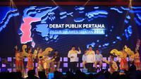 Pasangan Cagub-Cawagub Sulsel Nurdin Halid-Abdul Aziz Qahhar Mudzakkar dalam debat publik di Makassar, Rabu (28/3/2018) malam. (Liputan6.com/Eka Hakim)