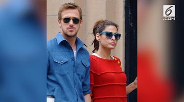 Ryan Gosling dan Eva Mendes disebut-sebut akan memiliki bukan hanya satu, tapi dua anak sekaligus. Eva dikabarkan mengandung bayi kembar hasil dari bayi tabung.