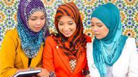 Kira-kira kamu juga sering menlakukan kesalahan dalam memakai hijab nggak ya? | Copiright: Shutterstock