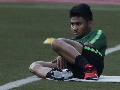 Pemain Timnas Indonesia U-22, Asnawi Mangkualam, latihan terpisah dari rekan-rekannya di Stadion Rizal Memorial, Manila, Rabu (27/11). Latihan ini persiapan jelang laga SEA Games 2019 melawan Singapura U-22. (Bola.com/M Iqbal Ichsan)