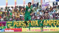Pemain muda Persebaya, Mochammad Supriadi. (Bola.com/Aditya Wany)