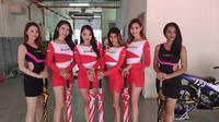 Para Umbrella girl alias gadis payung, jadi pemanis ajang ARRC 2019 Malaysia. (Liputan6.com/Thomas)