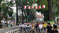 Presiden Jokowi mengikuti Gowes Bandung Lautan Sepeda di Jalan Diponegoro, Citarum, Bandung Wetan, Kota Bandung, Jawa Barat, Sabtu (10/11/2018). (Liputan6.com/Titin Supriatin)