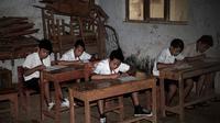 Sekolah Dasar Rancaputat kecamatan Majalengka, Jawa Barat kondisinya amat memprihatinkan.