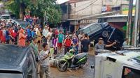 Kendaraan tertumpuk di Jati Asih Bekasi. ©2020 Merdeka.com