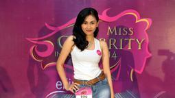 Peserta dengan nomor urut 9 berhasil masuk 10 besar Miss Celebrity 2014 asal Bandung, Bandung, Minggu (28/9/2014) (Liputan6.com/Panji Diksana)
