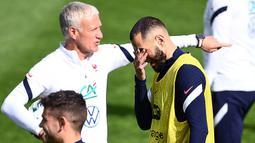 Karim Benzema memang sempat dibekukan dari Timnas Prancis menyusul konflik pemerasan terhadap kompatriotnya, Mathieu Valbuena, pada 2015. Sejak itu, Deschamps menolak memanggil Benzema lagi ke Timnas Prancis meski sang striker tampil apik bersama Real Madrid. (Foto: AFP/Franck Fife)