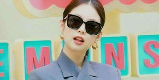 Memiliki banyak sudut, Square Sunglasses cocok untuk pemilik wajah bulat seperti Jennie BLACKPINK. (Instagram/ningwines).