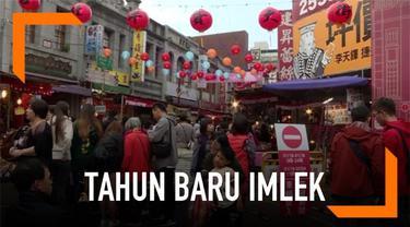 Tak hanya di dalam negeri, suasana perayaan imlek juga terasa di Taiwan. Ditemani kudapan tradisional dan lentera terbang, warga Taiwan bersama-sama berkumpul di Shilin Night Market, pasar kuliner paling populer disana.