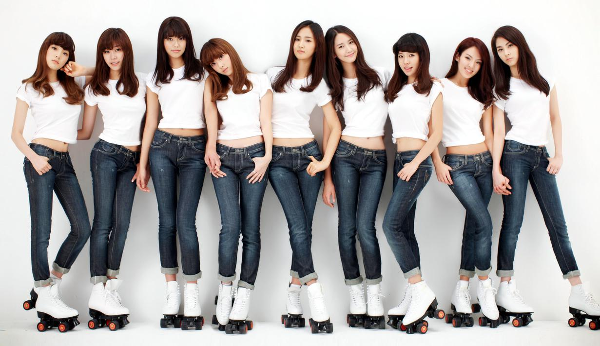 Pada 2005, SM Entertainment memutuskan untuk membuat 'pasangan' bagi Super Junior. Awalnya mereka bernama Super Girls dan punya 11 personel. Akan tetapi saat debut, mereka hanya beranggotakan 9 orang. (Foto: Soompi.com)
