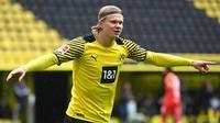 Erling Haaland. Striker muda Borussia Dortmund berusia 20 tahun ini sukses menjadi top skor Liga Champions musim ini dengan torehan 10 gol. Total ia membuat 41 gol musim ini di semua ajang kompetisi. Nilainya mencapai 155,5 juta euro dan menempati posisi keempat. (AFP/Ina Fassbender/Pool)