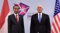 Presiden RI Joko Widodo dan Wakil Presiden AS Mike Pence dalam pertemuan bilateral di sela KTT ke-33 ASEAN di Singapura (14/11) (sumber: Biro Pers Kantor Sekretariat Presiden RI)
