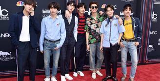 BTS mengukuhkan namannya sebagai grup K-pop yang paling populer. Bila beberapa waktu lalu, mereka memenangkan Billboard Music Awards, kini mereka merajai ajang Radio Disney Music Awards 2018. (Foto: instagram.com/bts.bighitofficial)