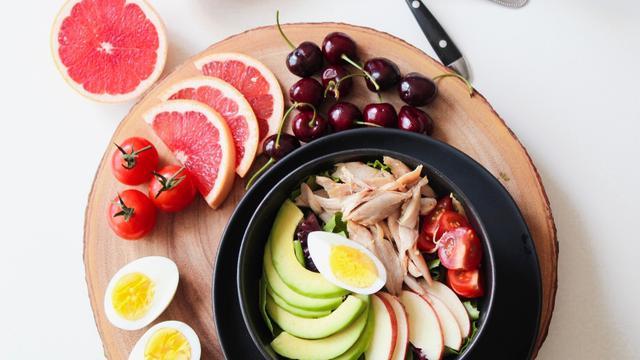 Rajin Mengkonsumsi Vitamin dan Makanan Bergizi