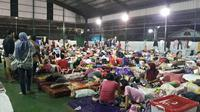 Warga Tangerang mengungsi karena banjir, Senin (3/2/2020) (Liputan6.com/ Pramita Tristiawati)